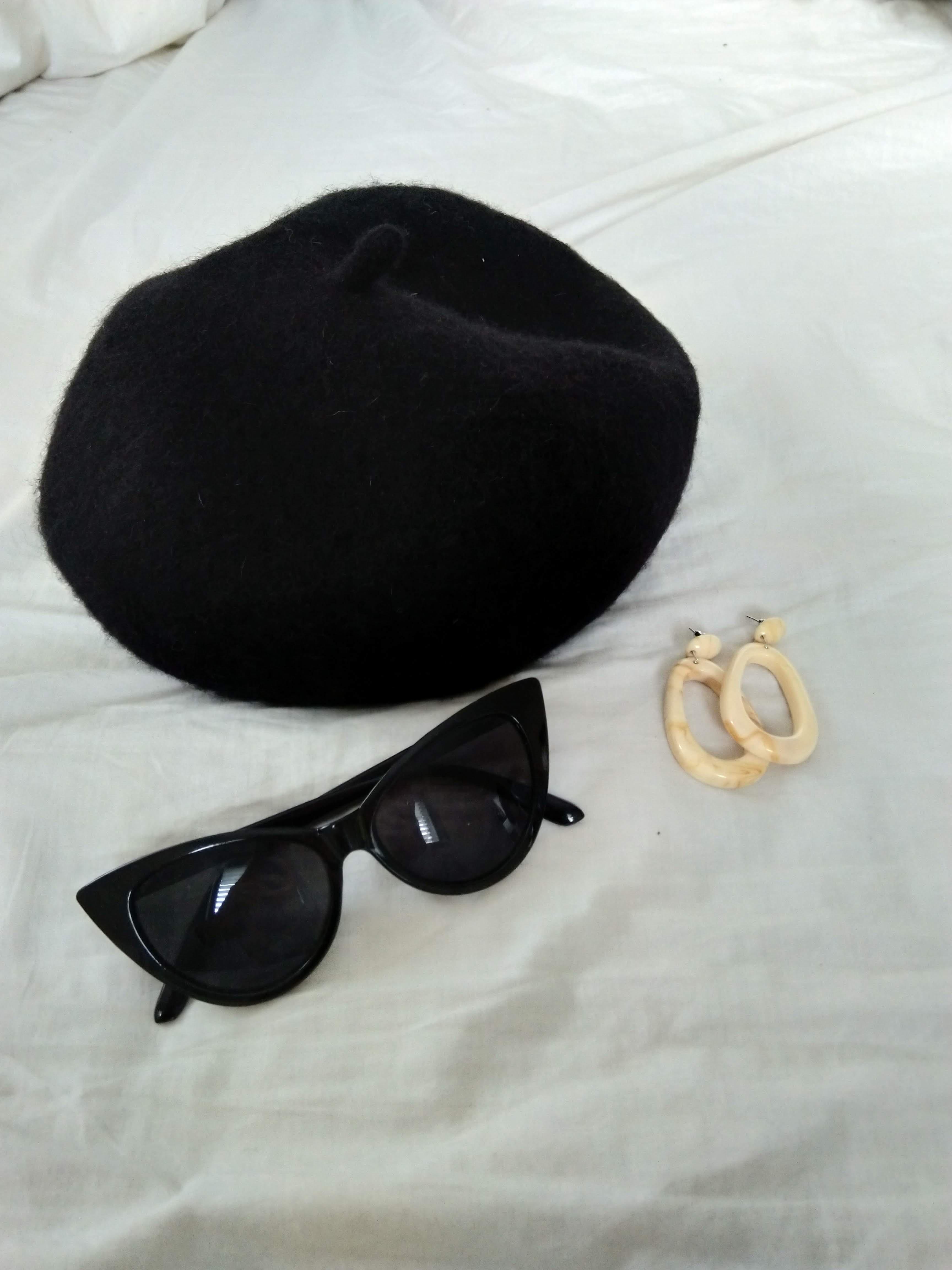 כובע ברט שחור