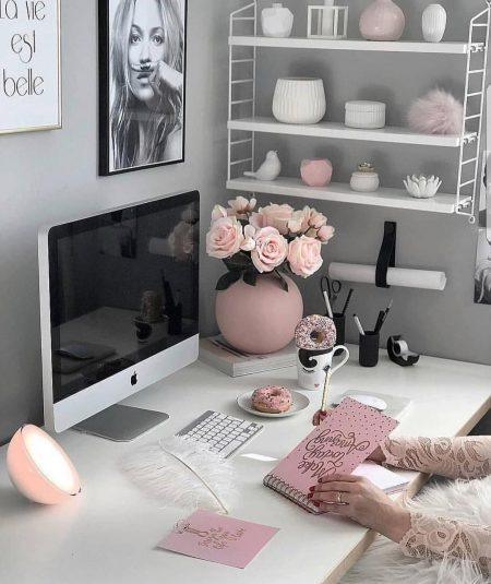 שולחן עבודה תמונה סידור ארגון סטיילינג השראה inspo home decor office ורוד פסח