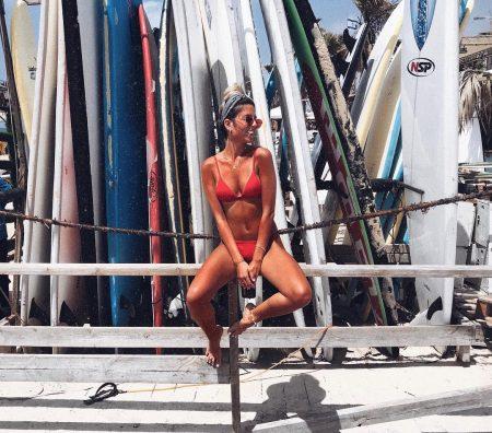 ים קיץ חוף בגד ים בחורה בחורות מרענן מים משקפי שמש אינסטגרם נופר אלבז גלשנים