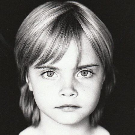 קארה דלווין דוגמנית ילדה סלבס ילדים בלונדינית
