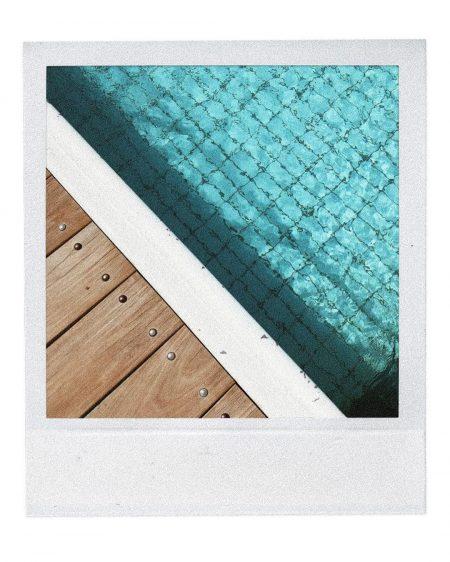 ים קיץ חוף בגד ים בחורה בחורות מרענן מים משקפי שמש אינסטגרם קורל מיכאלי