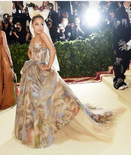 אריאנה גראנדה מט גאלה 2018 שמלה met gala nyc rihana סלבס
