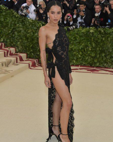 זואי קרביץ מט גאלה 2018 שמלה met gala nyc סלבס