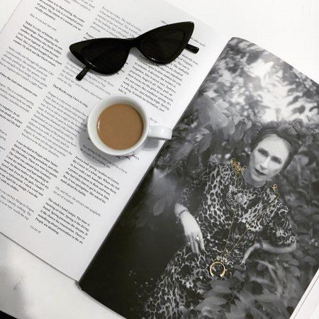 סטייל בלוגים אינסטגרם instagram מינימליסטי מינימלי סגנון לבן אופנה לייף סטייל נועה מונרוב קפה משקפי שמש מגזין