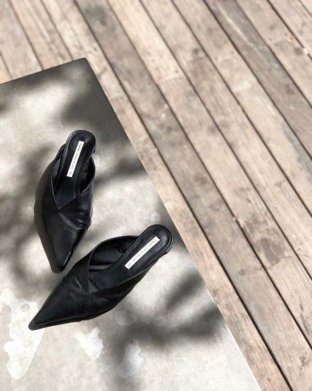 סטייל בלוגים אינסטגרם instagram מינימליסטי מינימלי סגנון לבן אופנה לייף סטייל נועה רביד simplynrt נעלייים mules שחור