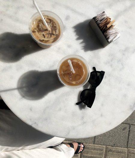 סטייל בלוגים אינסטגרם instagram מינימליסטי מינימלי סגנון לבן אופנה לייף סטייל נועה רביד simplynrt קפה משקפי שמש