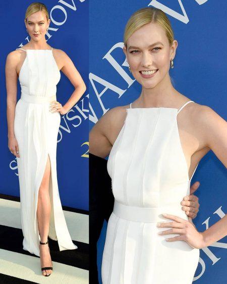 קרלי קלוס שמלה לבנה אינסטגרם CFDA פרס אירוע נוצות אופנה אירוע משפיענית פשנגה