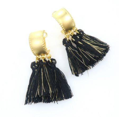 עגילים פונפון זהב גדיל שחור